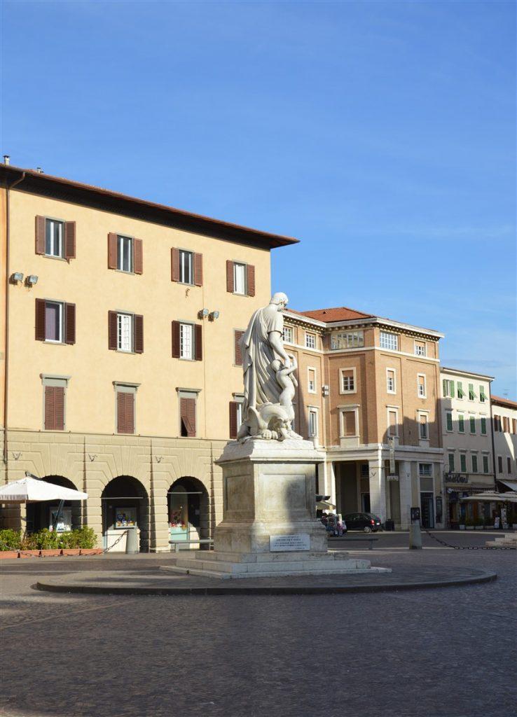 Piazza Dante (foto: Fabrizio Franchi)