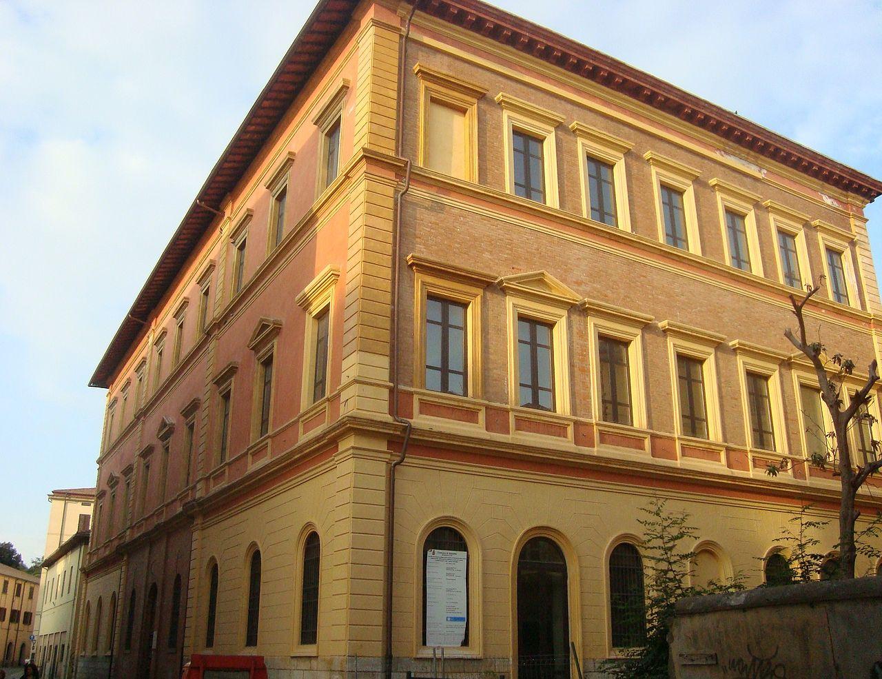 1280px-Biblioteca_Chelliana_Via_Mazzini